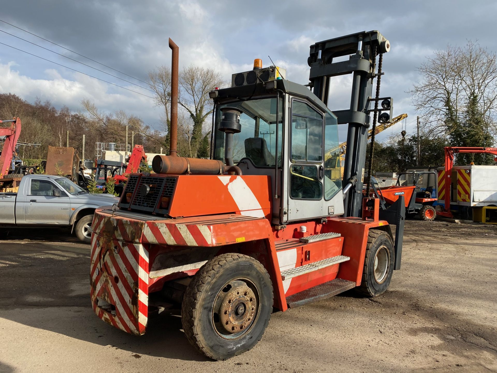 2002 KALMAR DCD100-6 10 TON FORKLIFT, STARTS, DRIVES AND RUNS AS IT SHOULD, THE DOOR IS MISSING - Image 8 of 8
