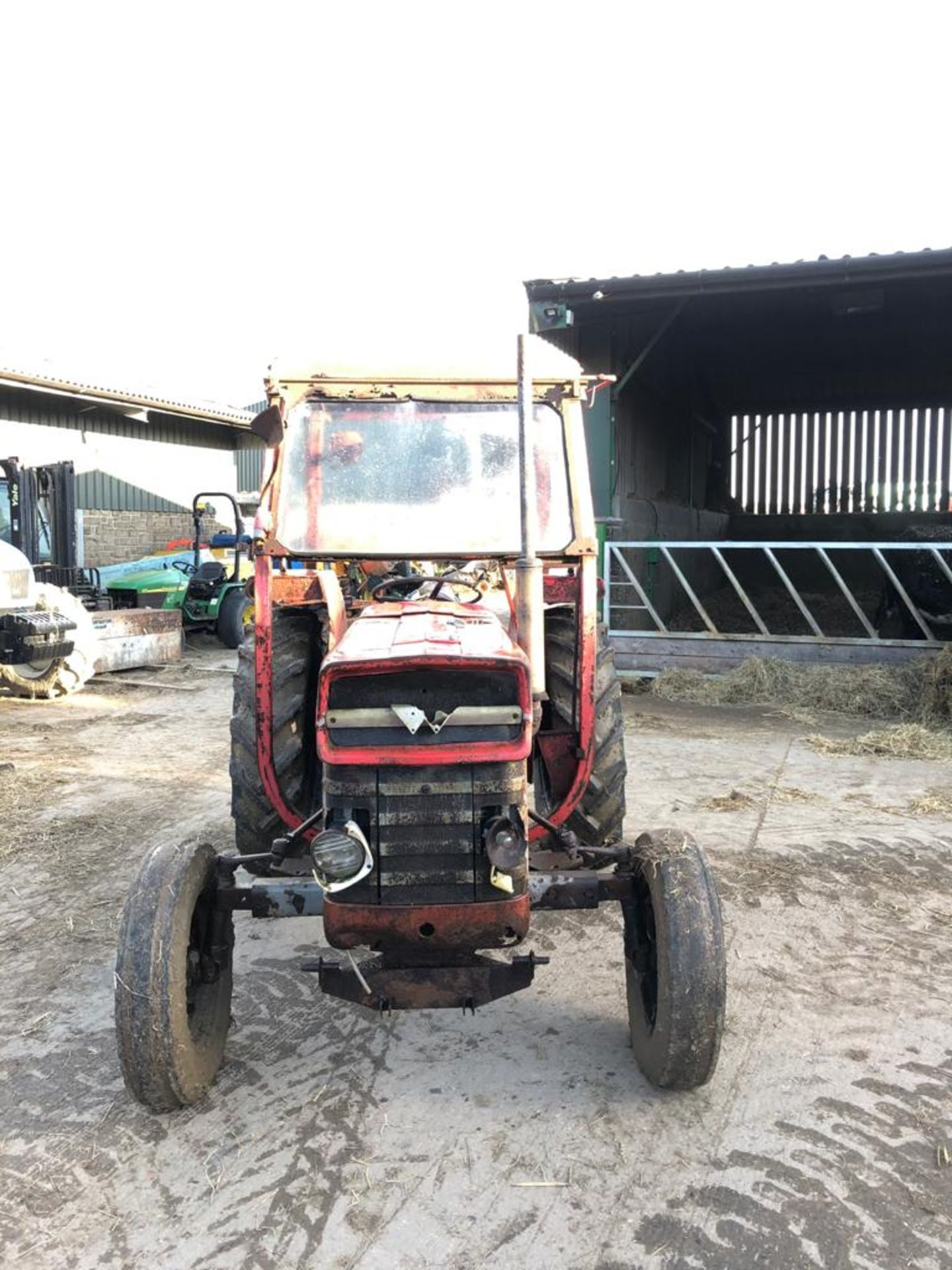 MASSEY FERGUSON 135 TRACTOR, RUNS AND WORKS WELL, REAR PTO, REAR 3 POINT LINKAGE *PLUS VAT* - Image 2 of 5