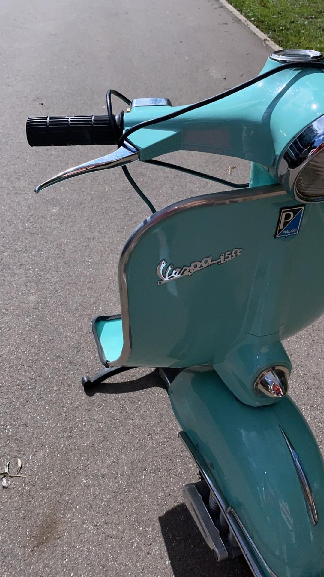 PIAGGIO VESPA 150 FRONT LIGHT ON A 3 PIN PLUG THROUGH THE HEADLIGHT *NO VAT* - Image 3 of 8
