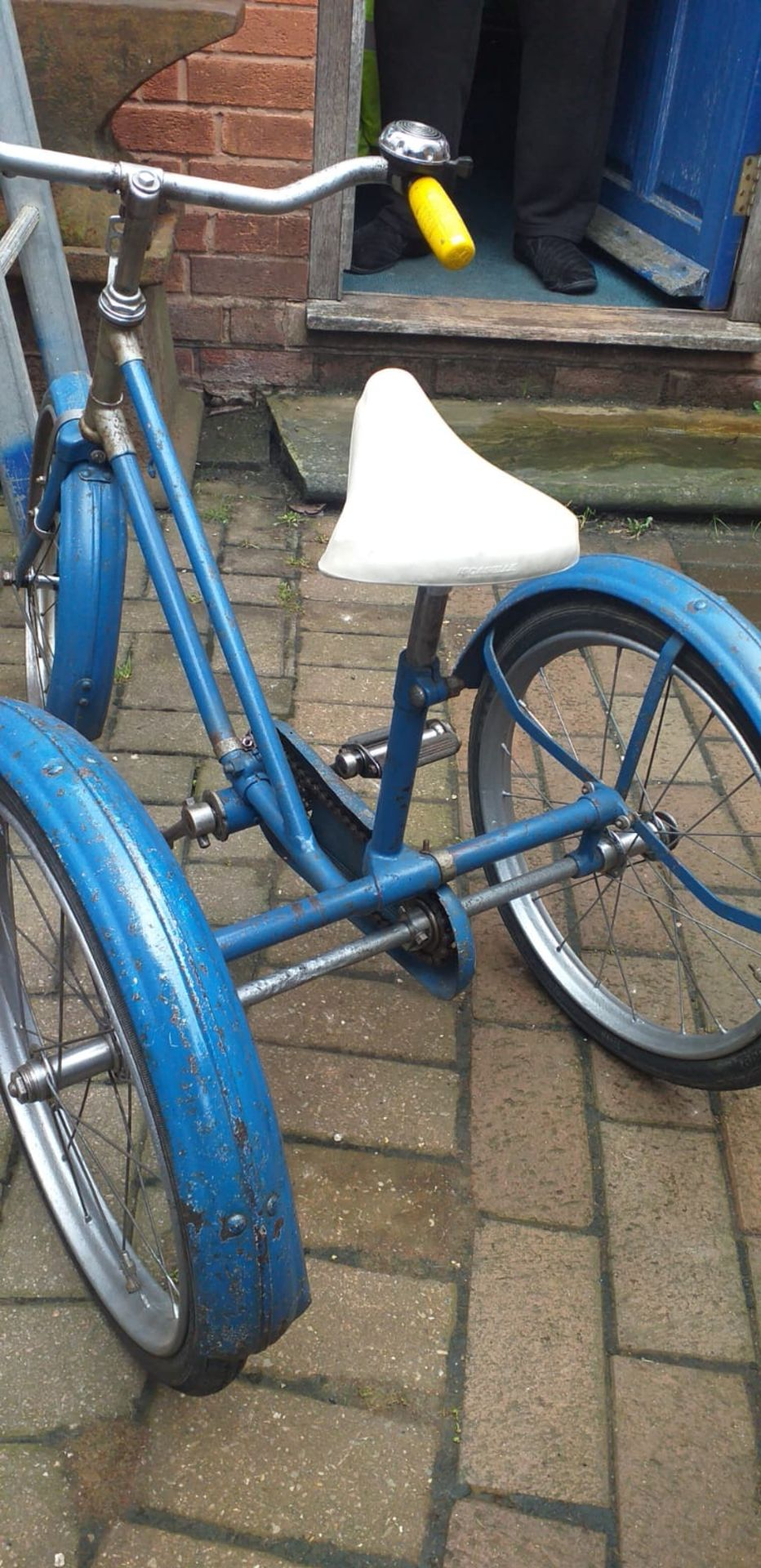 CHILDS TRICYCLE *NO VAT* - Image 2 of 5