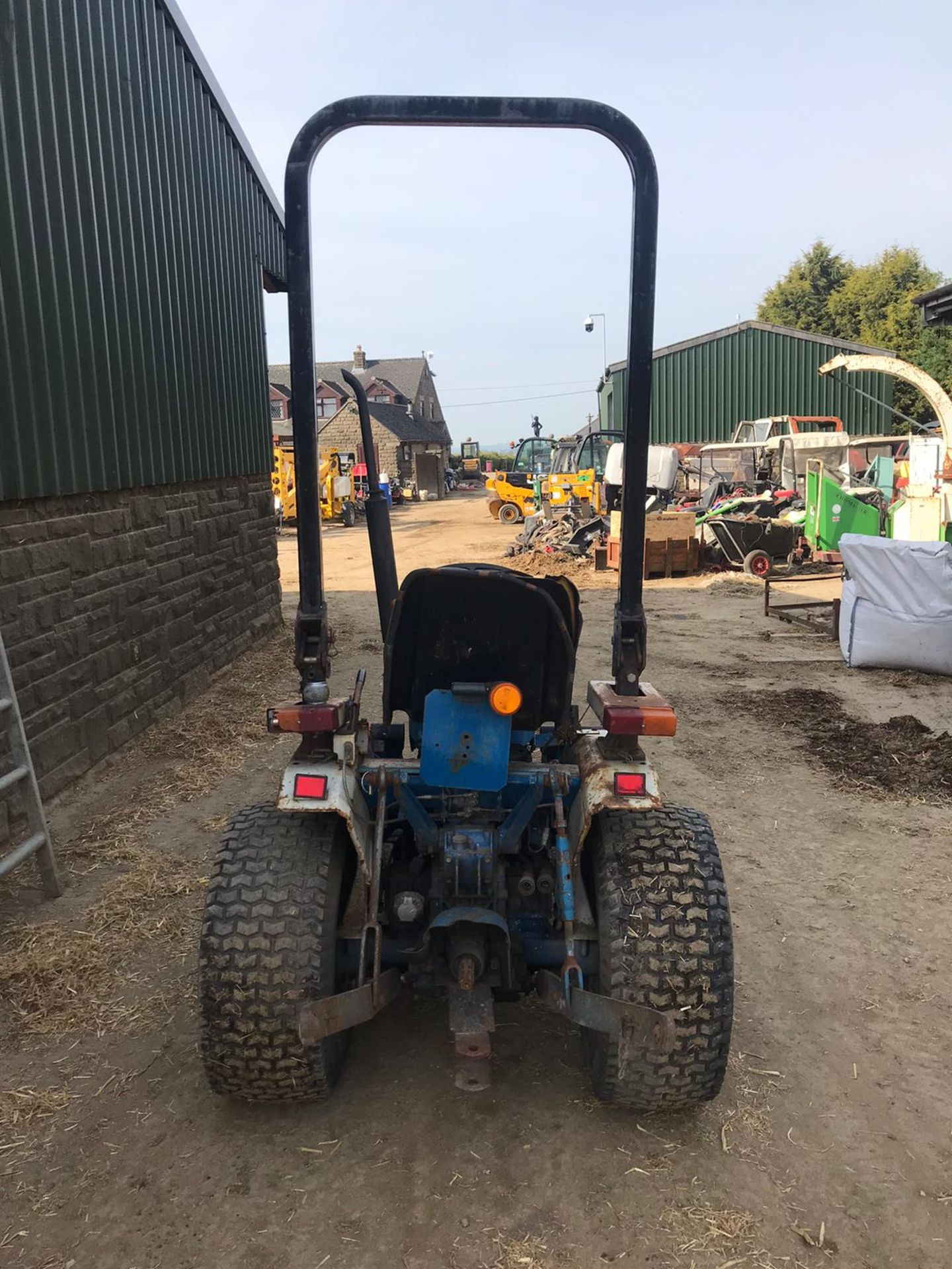 NEW HOLLAND 1220 COMPACT TRACTOR, RUNS, DRIVES, NOISY ENGINE *PLUS VAT* - Image 4 of 5
