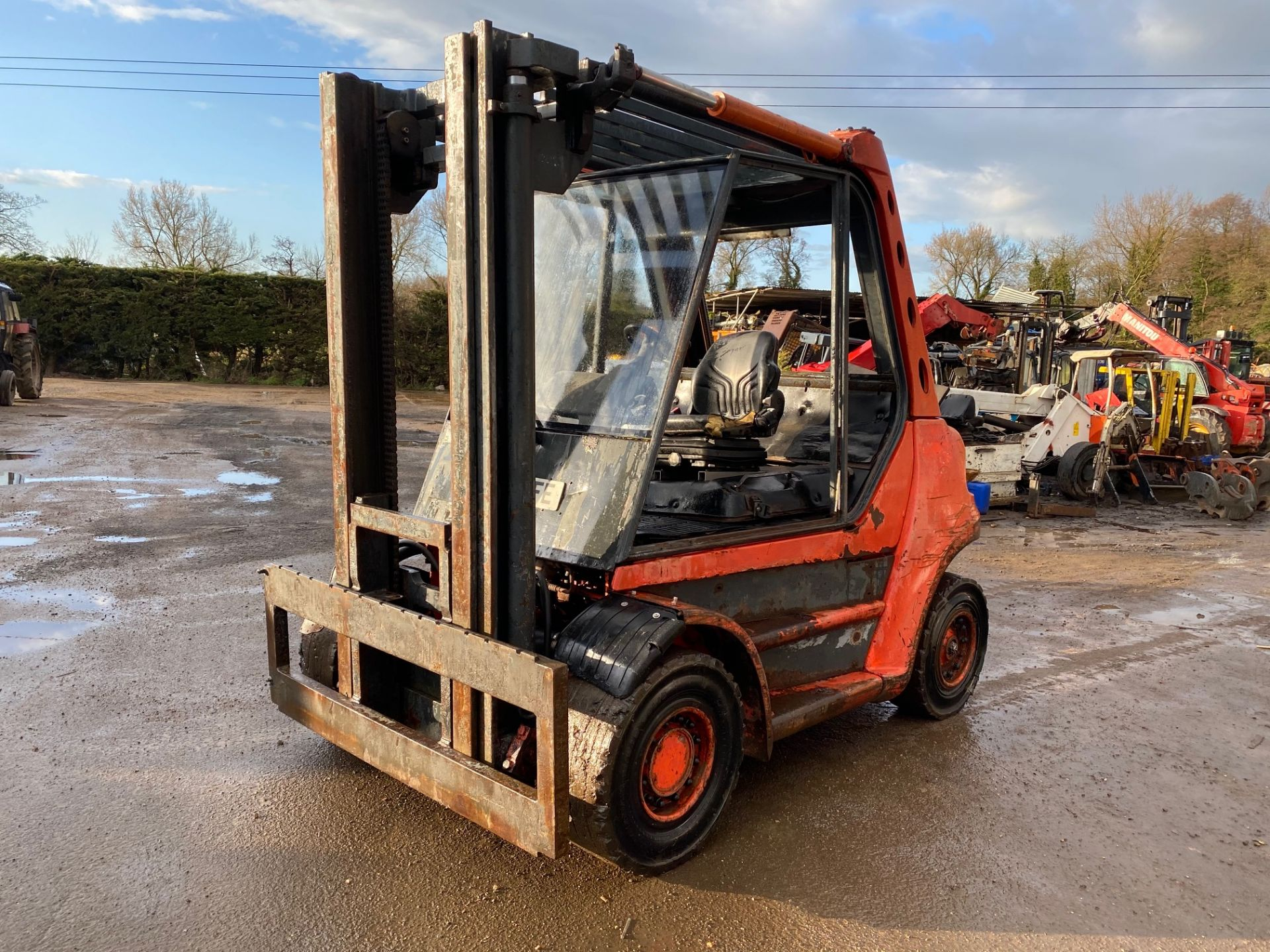 1998 Linde H60D forklift, 8200 hours, Deutz 6 cylinder engine Forks will be included with the truck - Image 3 of 5