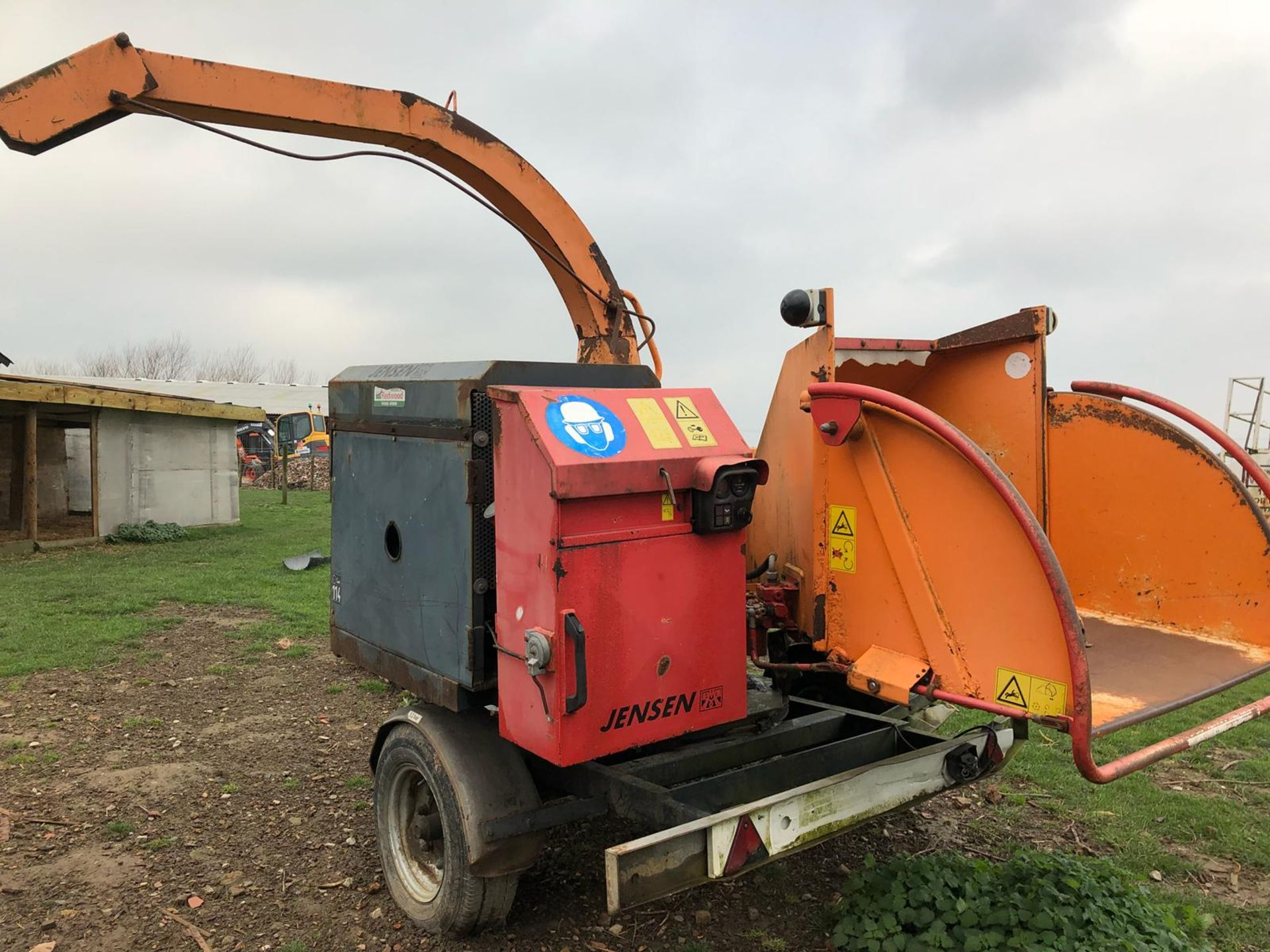 DS -QUALITY 2004 JENSEN DIESEL TURNTABLE CHIPPER, QUALITY TRAILER - Image 3 of 8