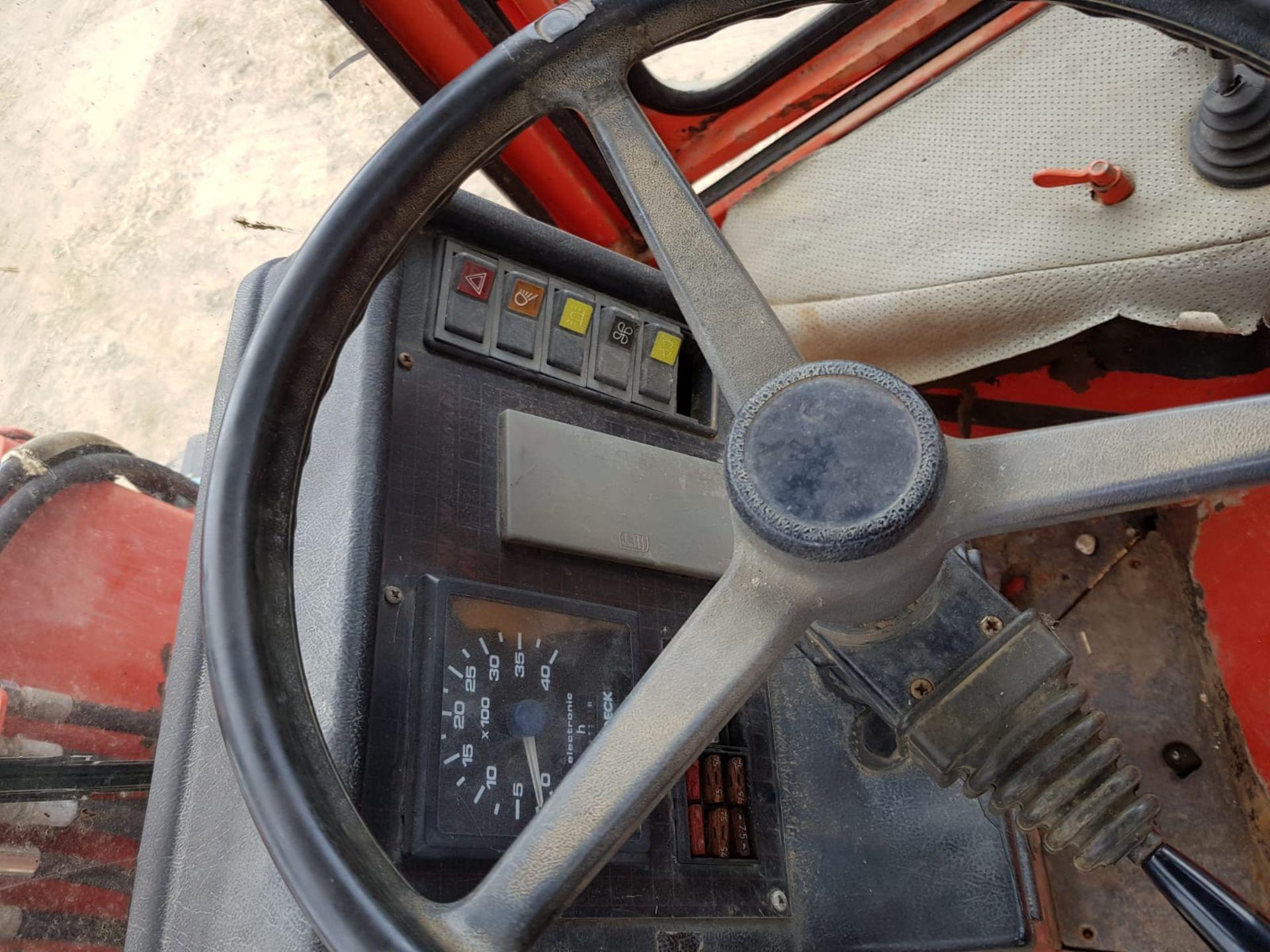 WEIDEMAN LOADING SHOVEL WEIKATRAC 2502 D/D, STARTS, DRIVES, LIFTS & TIPS *PLUS VAT* - Image 7 of 9