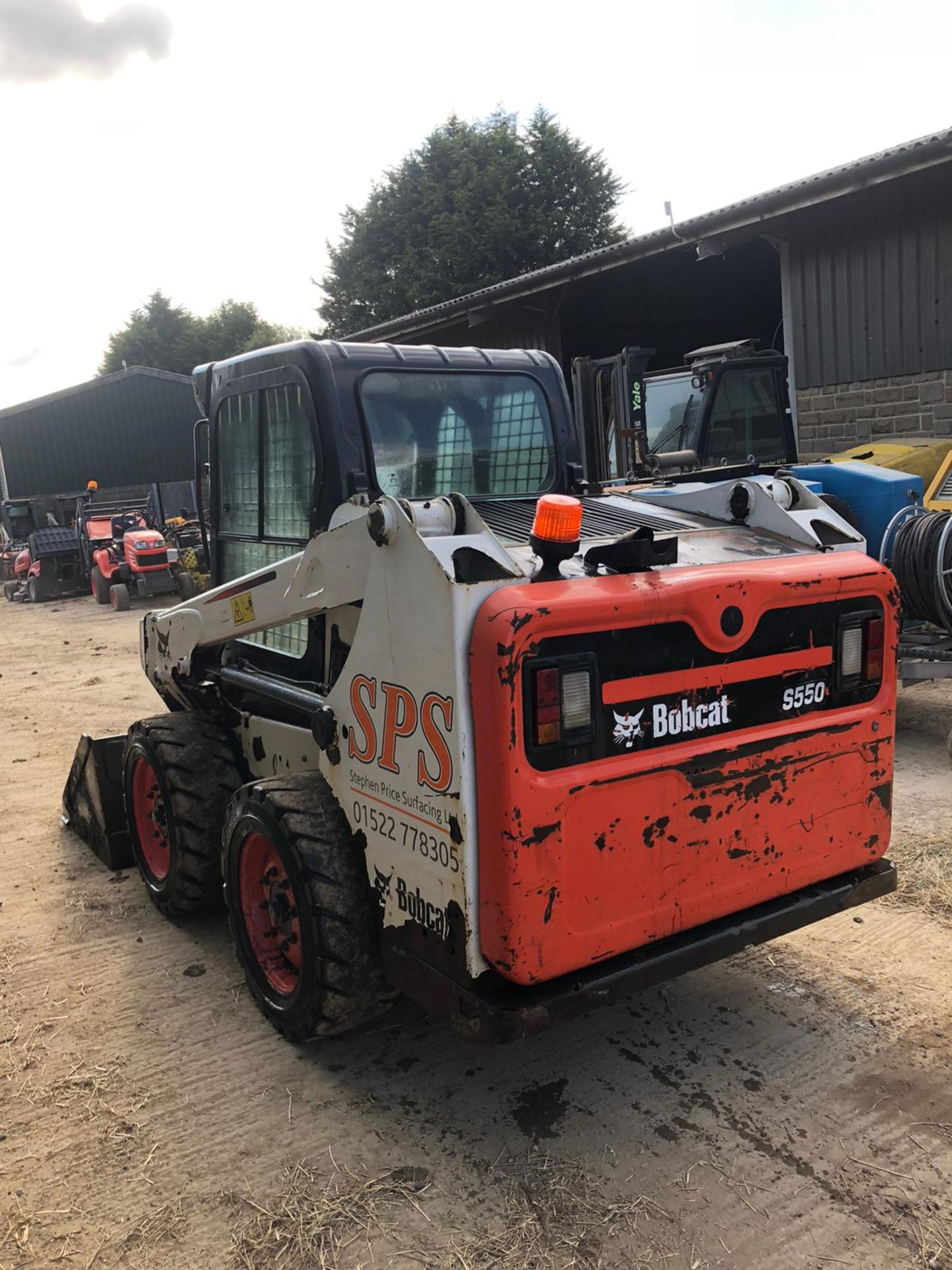 2014 BOBCAT S550 SKIDSTEER, C/W BUCKET, HIGH FLOW HYDRAULIC, RUNS, DRIVES AND DIGS *PLUS VAT* - Image 3 of 6