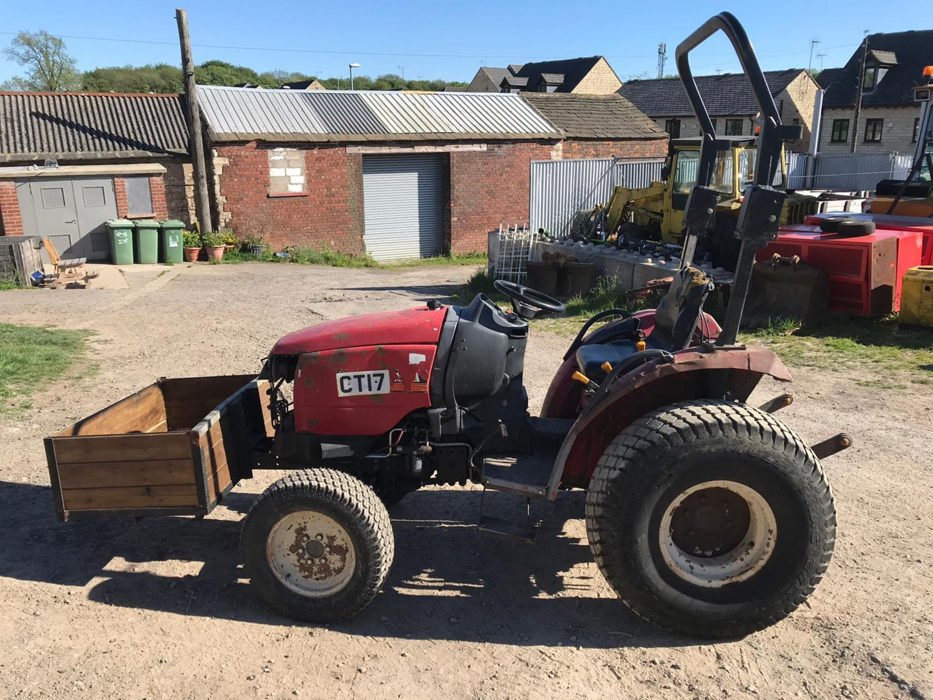 SHIRBAURA ST333 4WD COMPACT HST TRACTOR C/W ROLL BAR *PLUS VAT* - Image 3 of 8