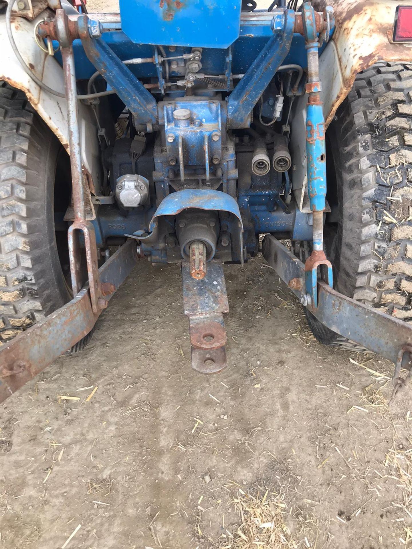 NEW HOLLAND 1220 COMPACT TRACTOR, RUNS, DRIVES, NOISY ENGINE *PLUS VAT* - Image 5 of 5