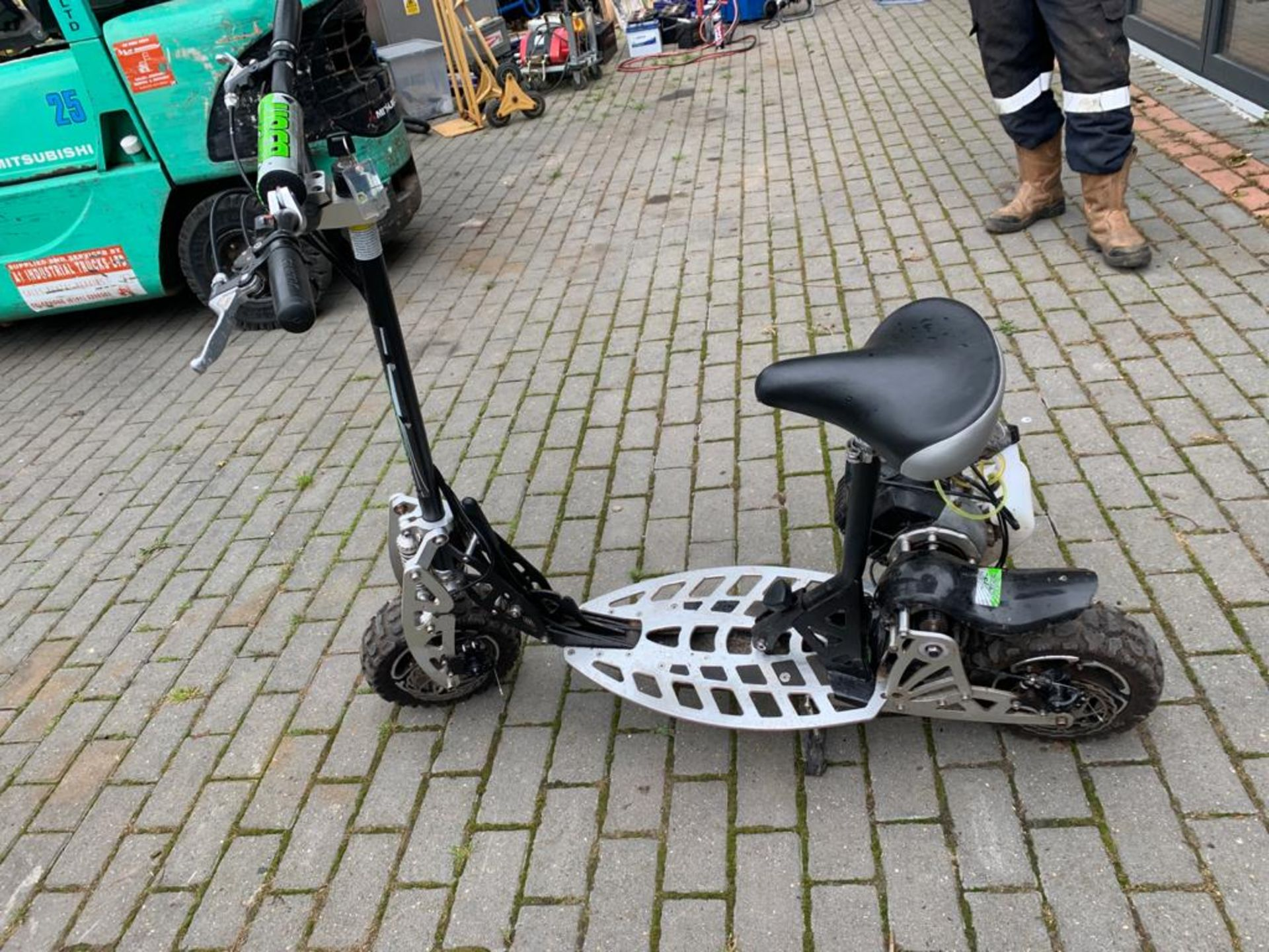 2-STROKE RIDE ON SCOOTER, RUNS AND DRIVES AS IT SHOULD *PLUS VAT* - Image 2 of 8