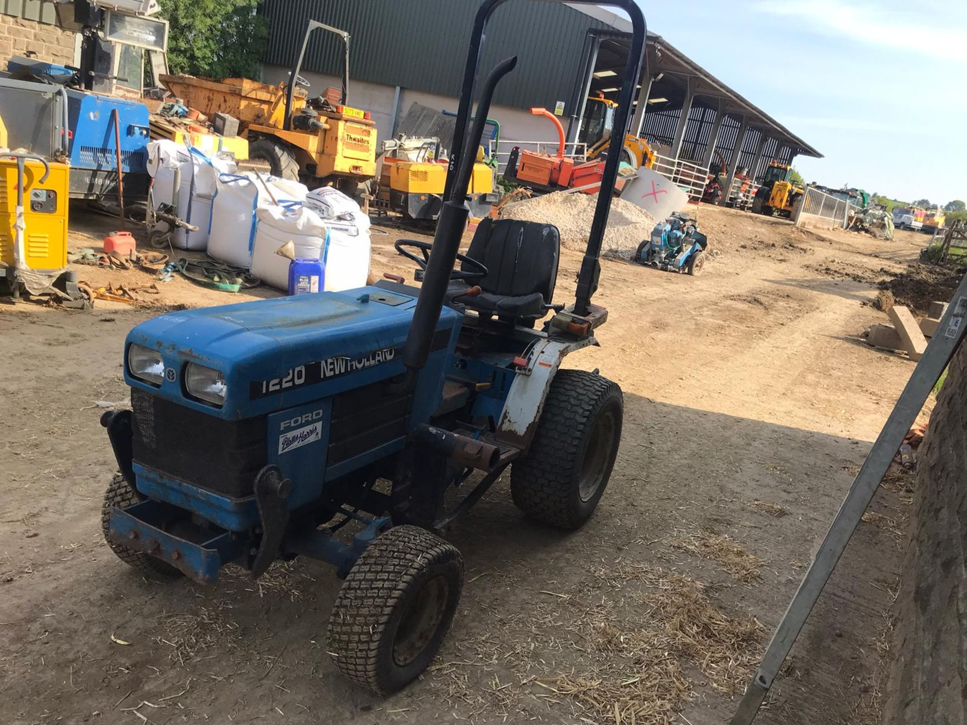 NEW HOLLAND 1220 COMPACT TRACTOR, RUNS, DRIVES, NOISY ENGINE *PLUS VAT* - Image 3 of 5