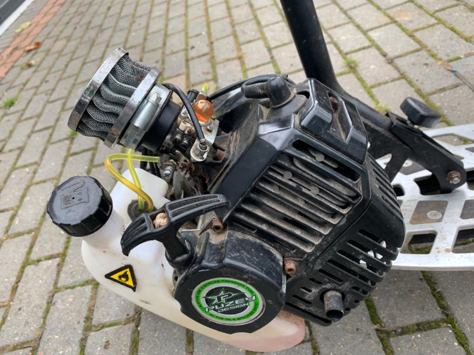 2-STROKE RIDE ON SCOOTER, RUNS AND DRIVES AS IT SHOULD *PLUS VAT* - Image 7 of 8