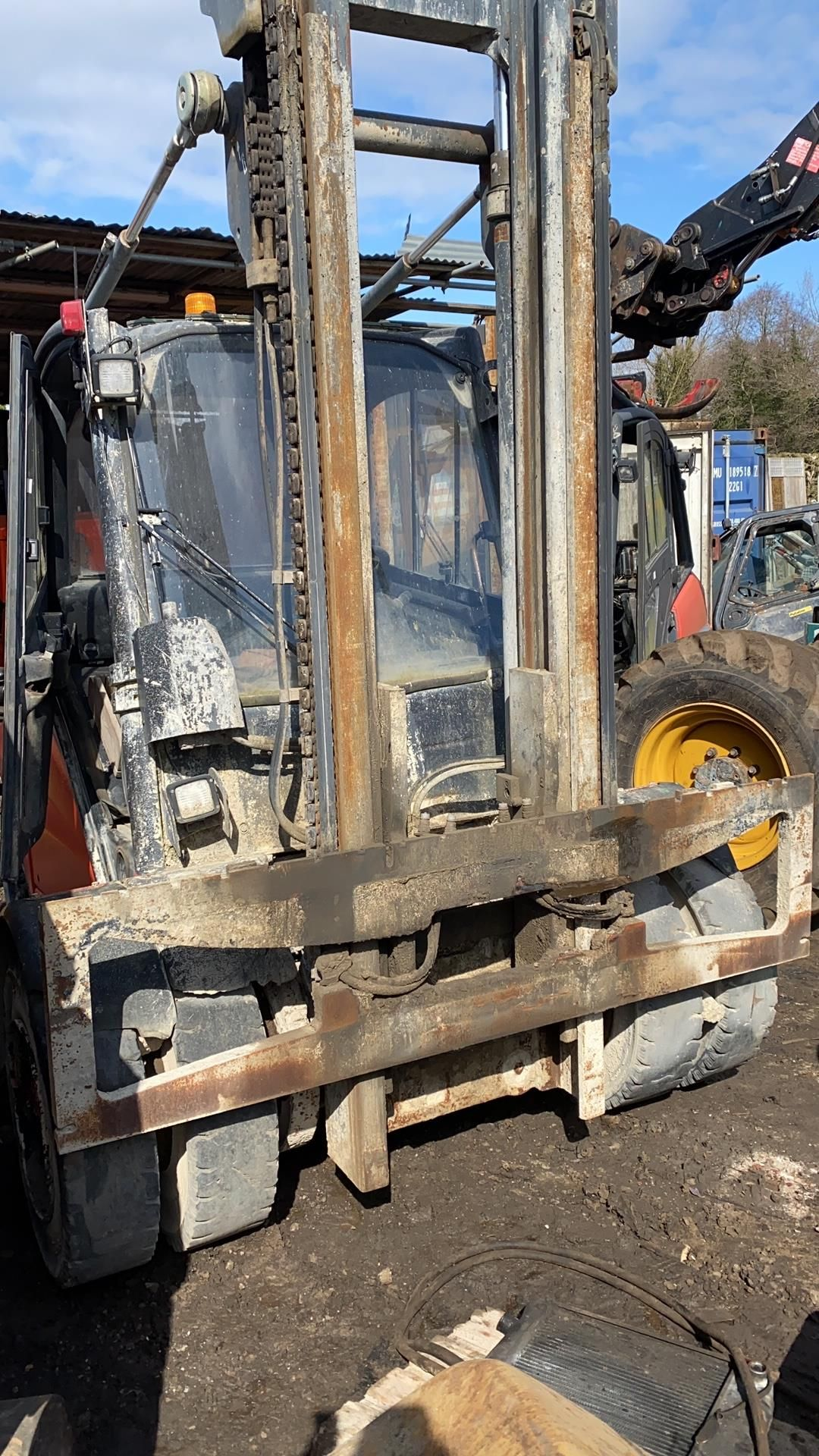 2005 Linde H50D-03, spares or repair Engine missing and anything else you see in the pictures. - Image 2 of 4