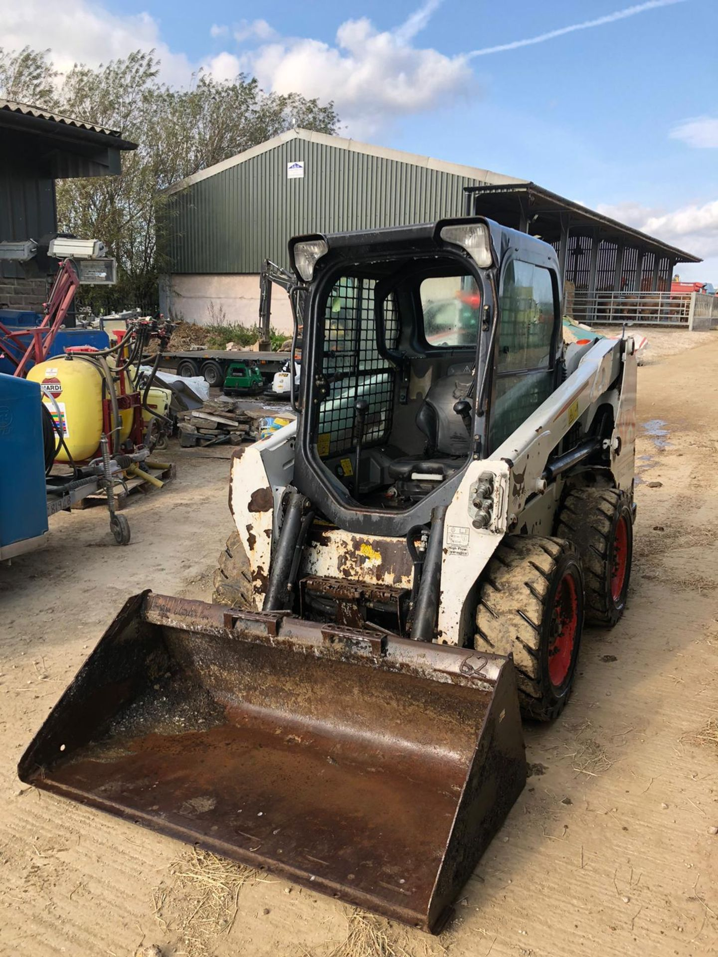 2014 BOBCAT S550 SKIDSTEER, C/W BUCKET, HIGH FLOW HYDRAULIC, RUNS, DRIVES AND DIGS *PLUS VAT* - Image 2 of 6