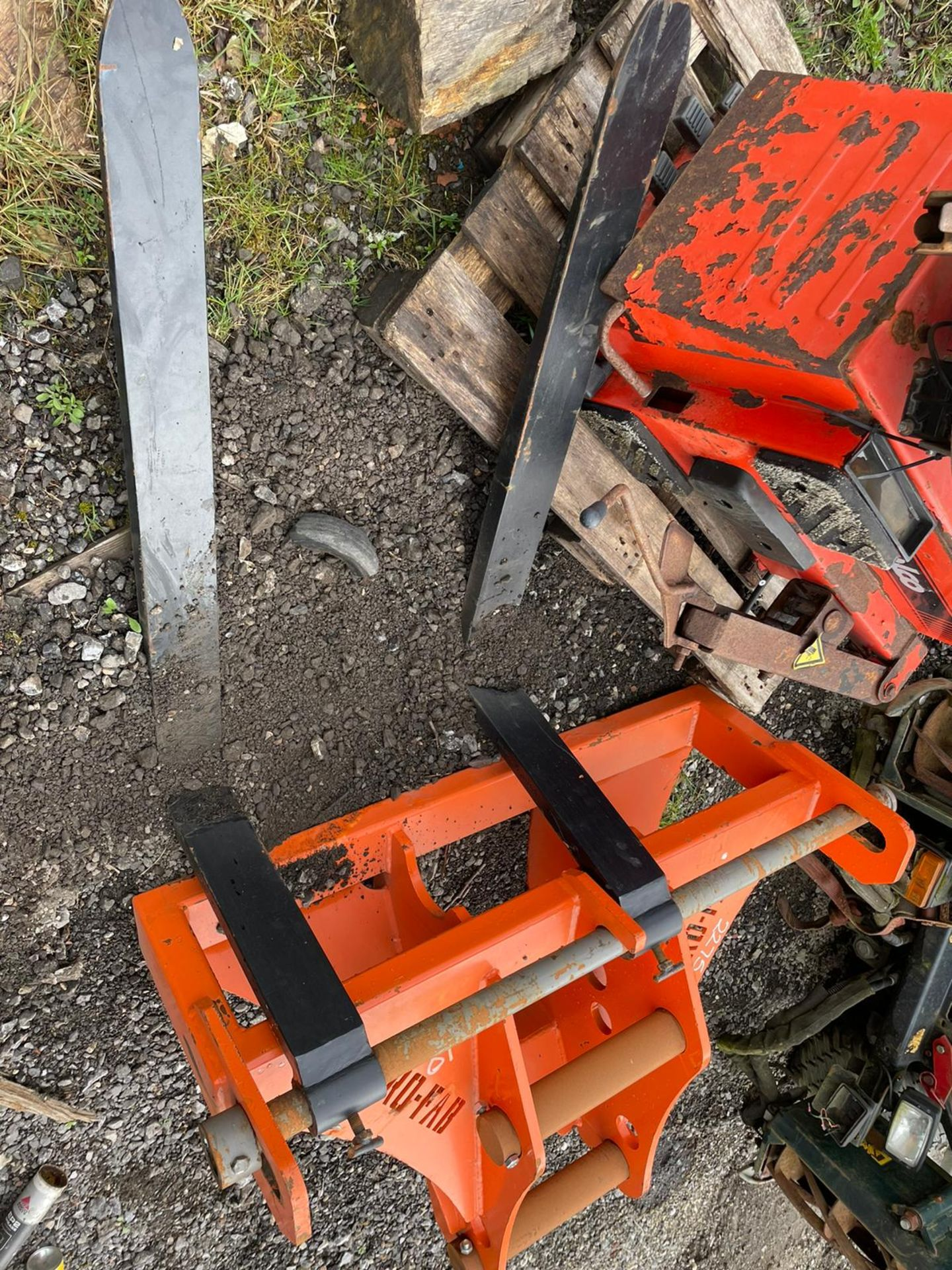 EURO-FAB PALLET FORKS, BRAND NEW AND UNUSED, SUITABLE FOR EXCAVATOR, 80MM PINS, PLUS VAT - Image 2 of 3
