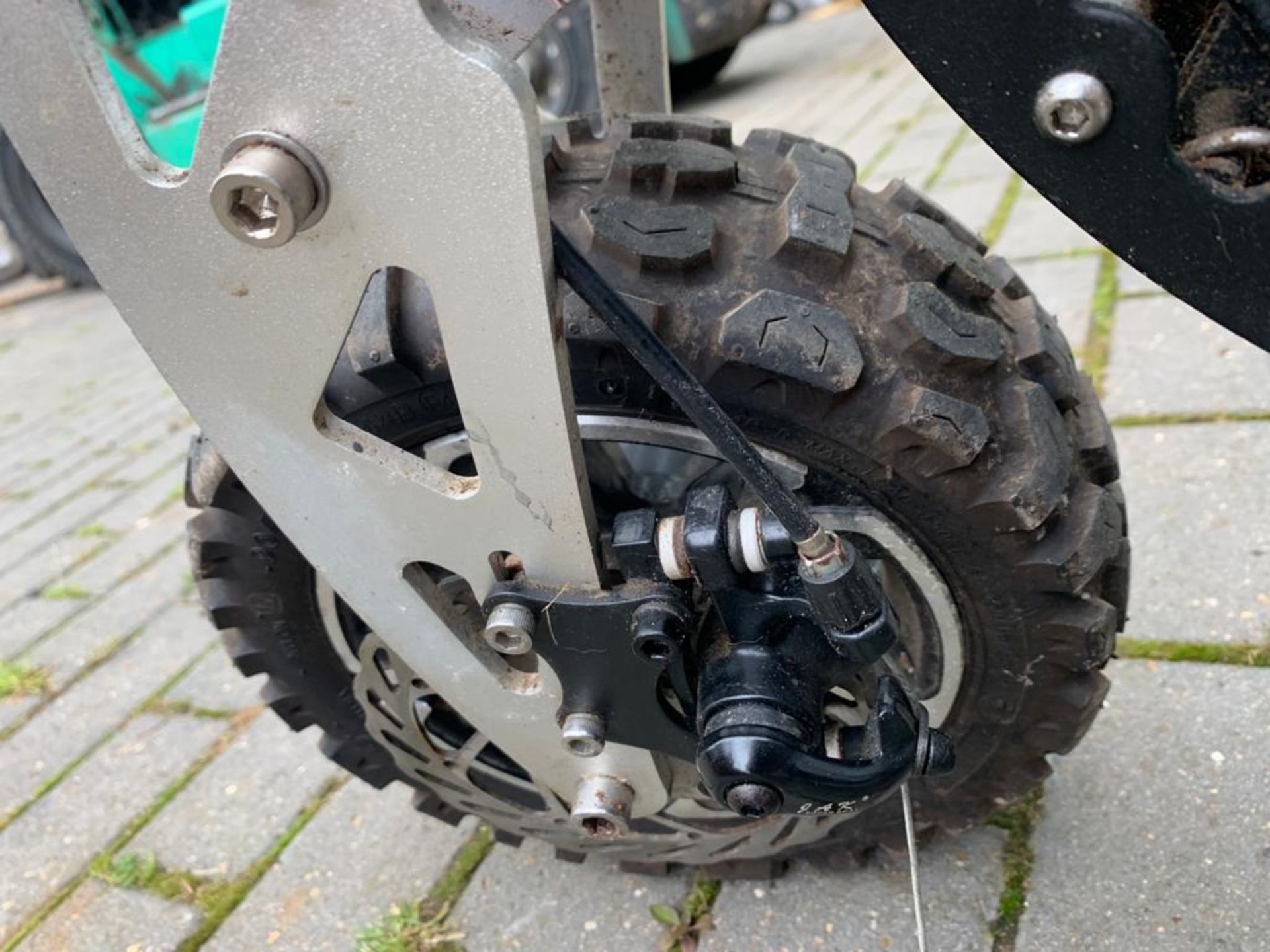 2-STROKE RIDE ON SCOOTER, RUNS AND DRIVES AS IT SHOULD *PLUS VAT* - Image 3 of 8