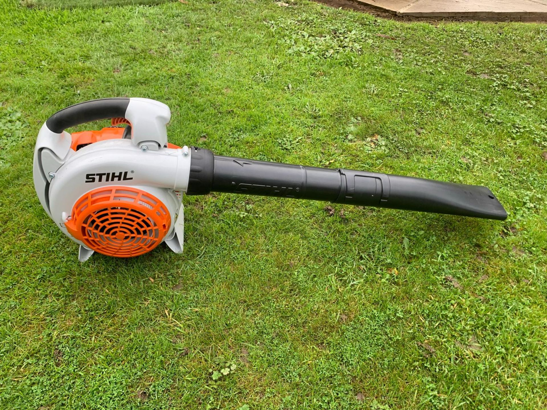 BRAND NEW AND UNUSED STIHL BG86C-E LEAF BLOWER, C/W PIPES AND MANUAL *NO VAT* - Image 2 of 4