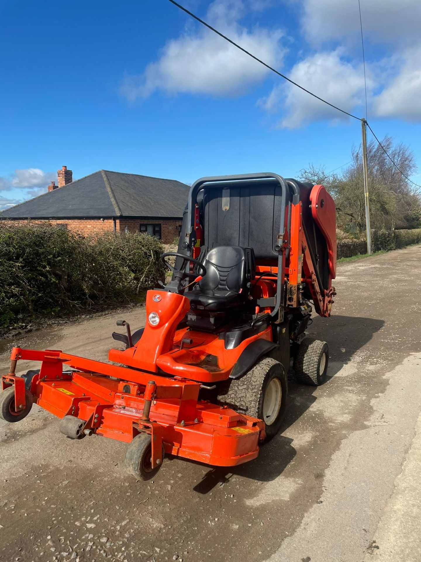 2011 KUBOTA F3680 OUT FRONT RIDE ON LAWN MOWER HIGH TIP COLLECTOR, 4 WHEEL DRIVE, PLUS VAT - Image 3 of 7