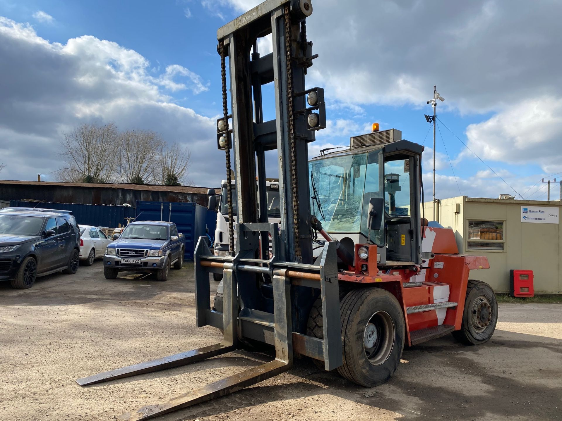 2002 KALMAR DCD100-6 10 TON FORKLIFT, STARTS, DRIVES AND RUNS AS IT SHOULD, THE DOOR IS MISSING - Image 3 of 8