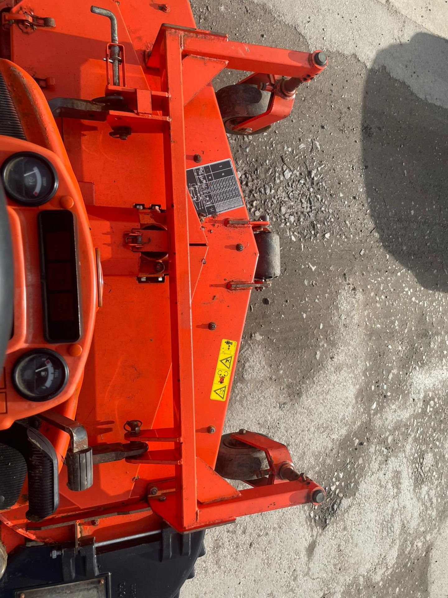 2011 KUBOTA F3680 OUT FRONT RIDE ON LAWN MOWER HIGH TIP COLLECTOR, 4 WHEEL DRIVE, PLUS VAT - Image 6 of 7