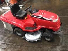HONDA V-TWIN 2620 RIDE ON LAWN MOWER, HYDROSTATIC, STARTS AND RUNS, ELECTRIC TIP, ONLY 200.1 HOURS