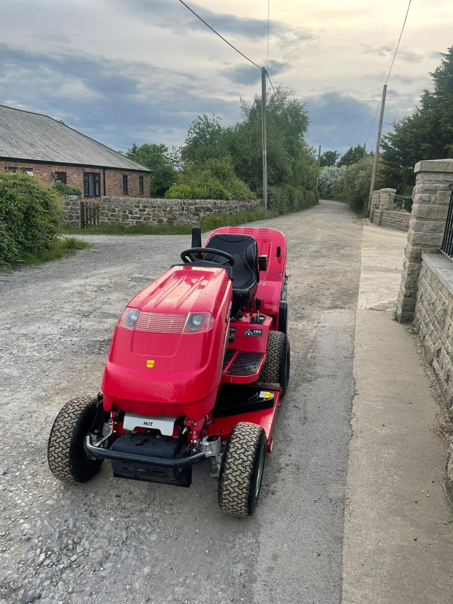 COUNTAX C25-4WD RIDE ON LAWN MOWER, RUNS AND WORKS, CUTS AND COLLECTS *NO VAT* - Image 2 of 7