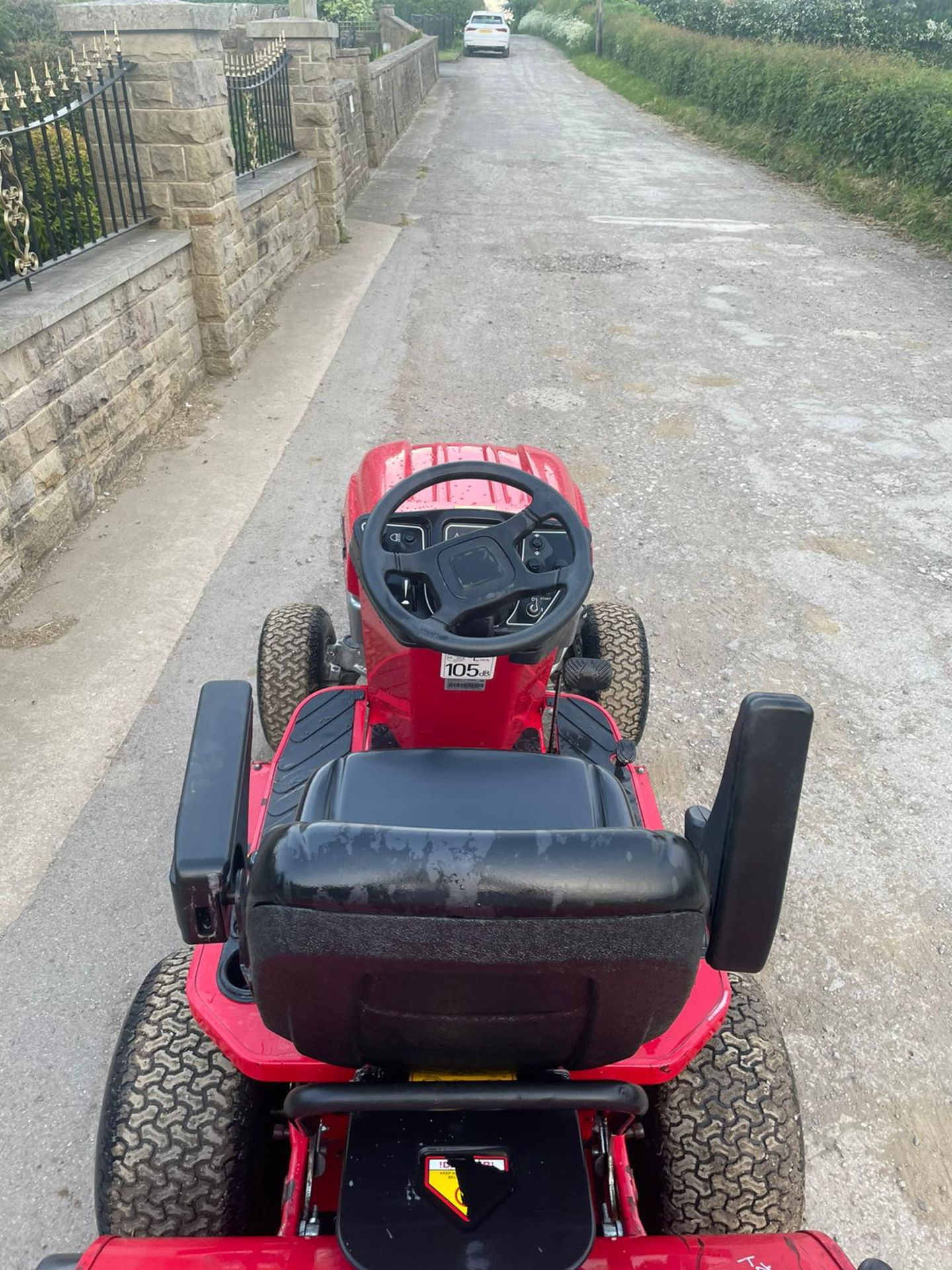 COUNTAX C25-4WD RIDE ON LAWN MOWER, RUNS AND WORKS, CUTS AND COLLECTS *NO VAT* - Image 4 of 7