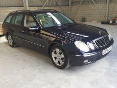 2004 MERCEDES E240 AVANTGARDE BLUE ESTATE, SHOWING 124,000 MILES, 2597CC PETROL ENGINE *NO VAT*