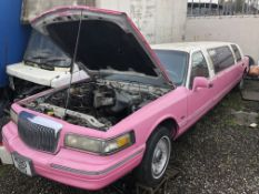 1995 LINCOLN TOWN CAR CLASSIC PINK LIMO, NO ENGINE OR GEARBOX, SOLD AS SPARES / REPAIRS *NO VAT*