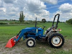 FORD/ NEW HOLLAND 1720 TRACTOR WITH LOADER AND BUCKET, SHOWING A LOW 2956 HOURS *PLUS VAT*