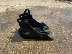 NEW AND UNUSED 2020 WHITES DIGGING BUCKET, 30MM PINS, CAME OFF A BOBCAT 323 MINI DIGGER *PLUS VAT*