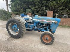 FORD 300 PETROL VINTAGE TRACTOR, RUNS AND DRIVES, SHOWING 2882 HOURS, ALL GEARS WORK *PLUS VAT*