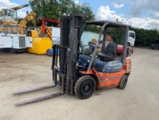 2004 TOYOTA 2.5ton GAS FORKLIFT, STARTS AND RUNS WELL, BRAKES AND TRANSMISSION WORKING *PLUS VAT*