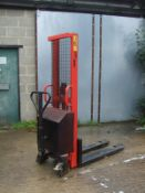 LIFT MATE MANUAL PALLET STACKER, PUSH AROUND WITH BATTERY POWERED LIFT, 1000kg CAPACITY *PLUS VAT*