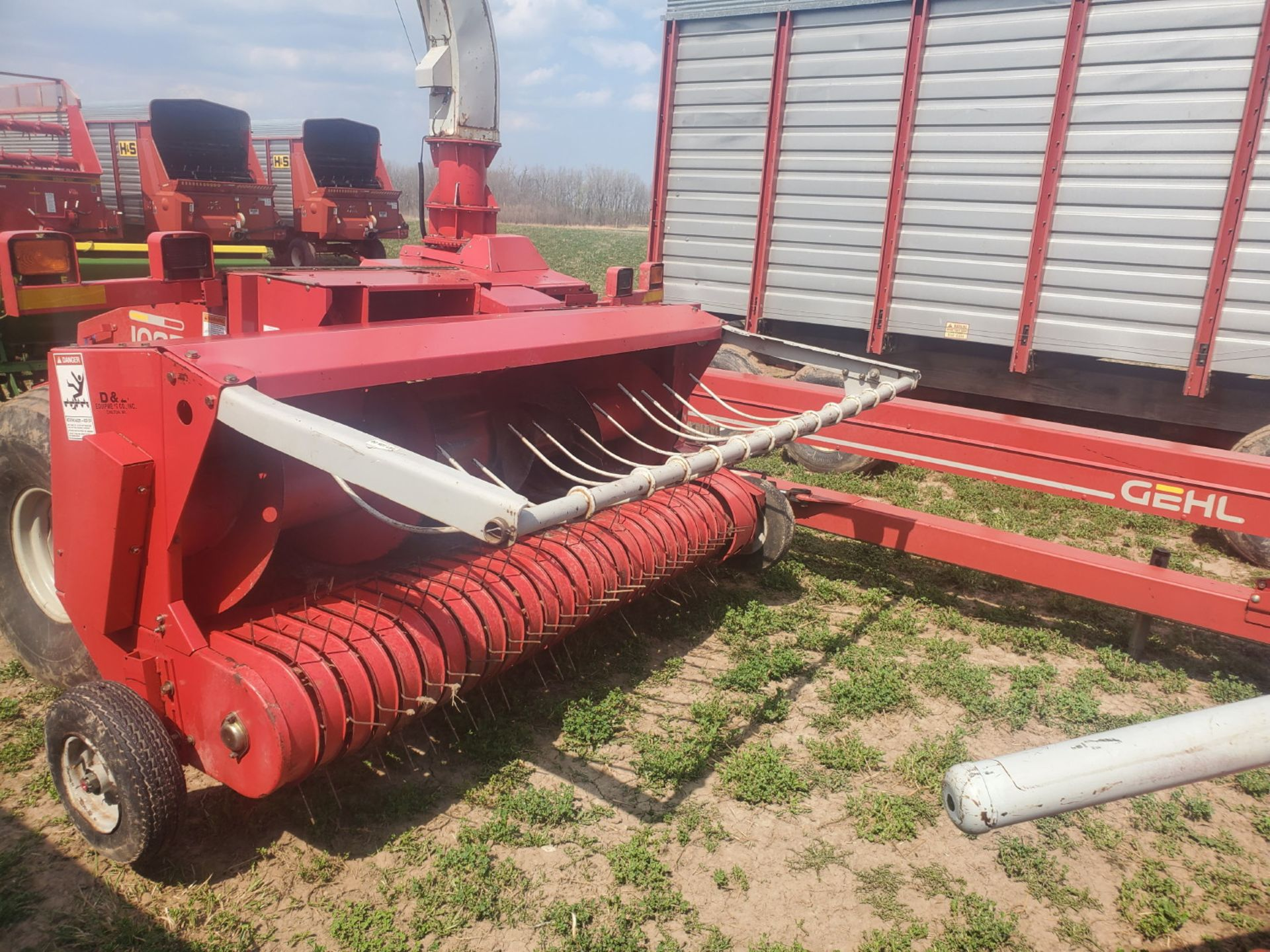 GEHL 1085 FORAGE CHOPPER W/WIDE HAYHEAD - Image 8 of 8