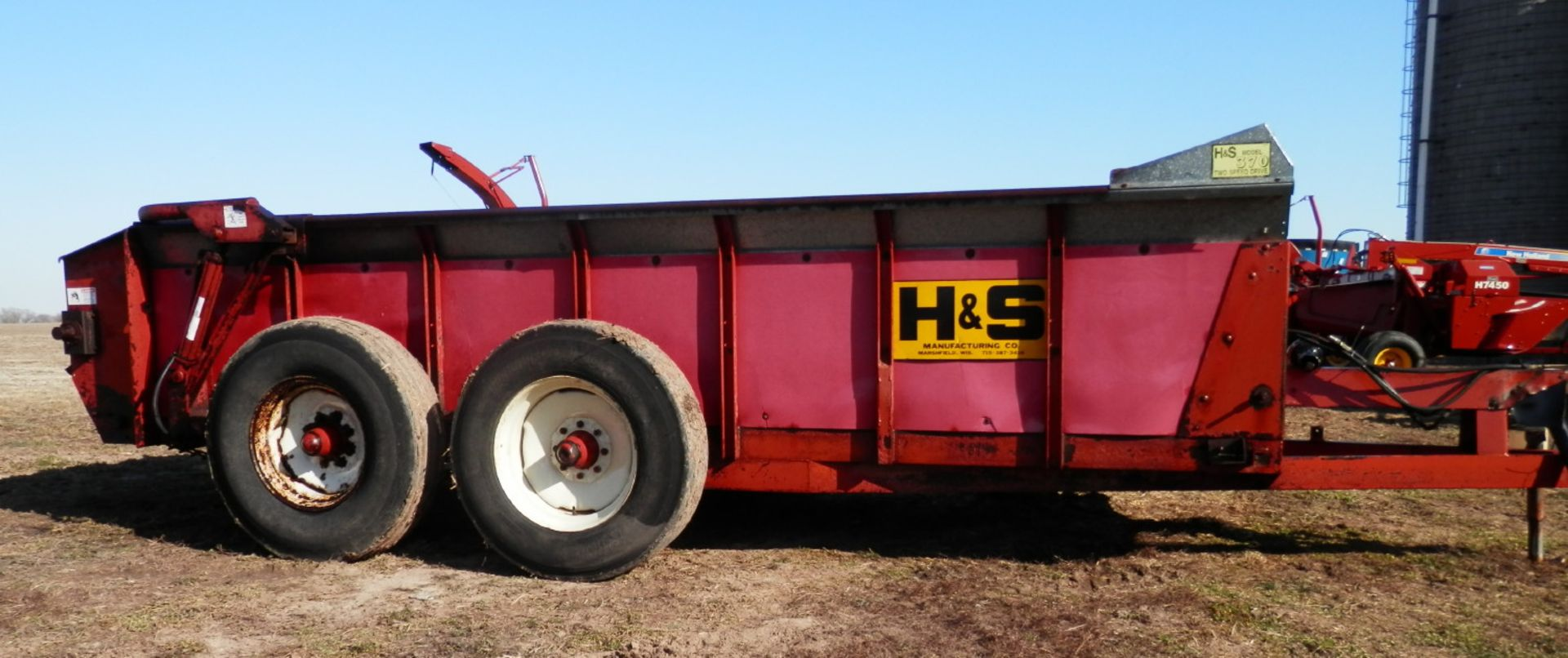 H&S 370 TANDEM AXLE MANURE SPREADER - Image 2 of 8