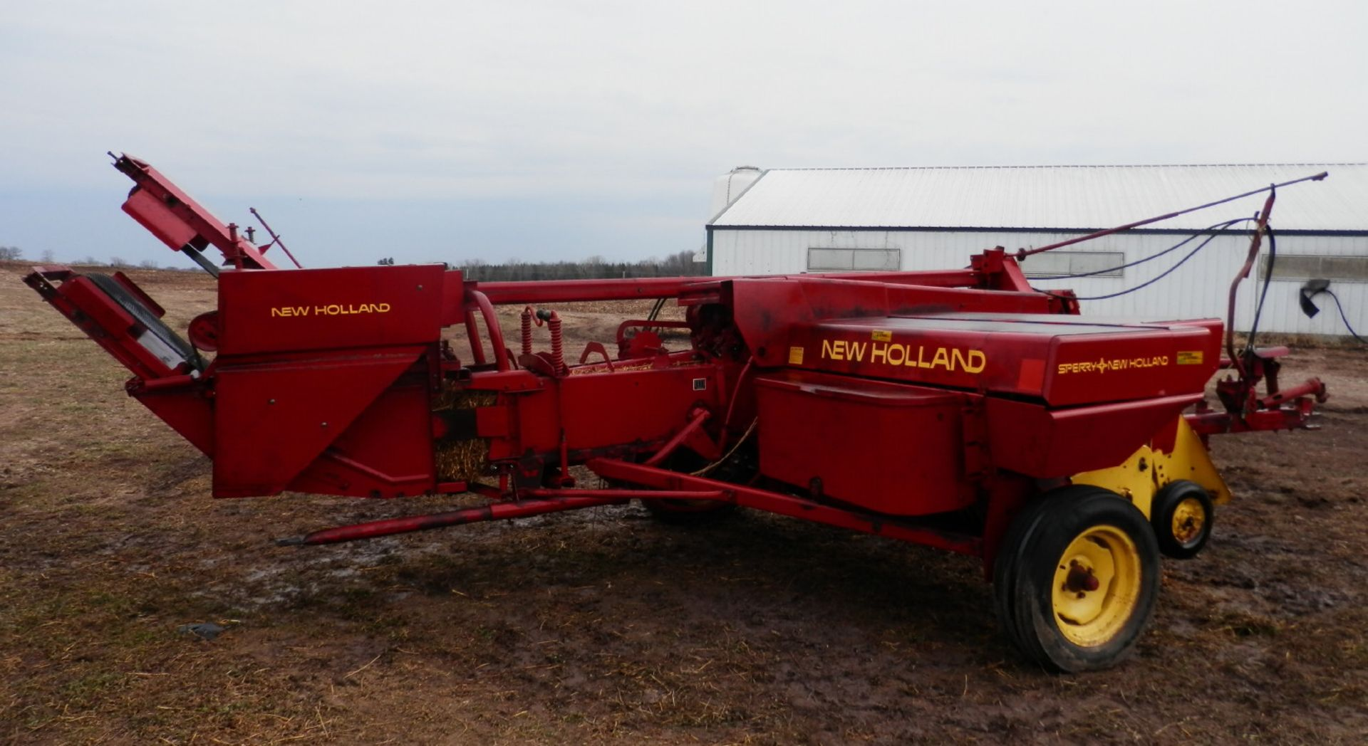 NH 310 SMALL SQUARE BALER w/#70 BELTED THROWER - Image 3 of 8