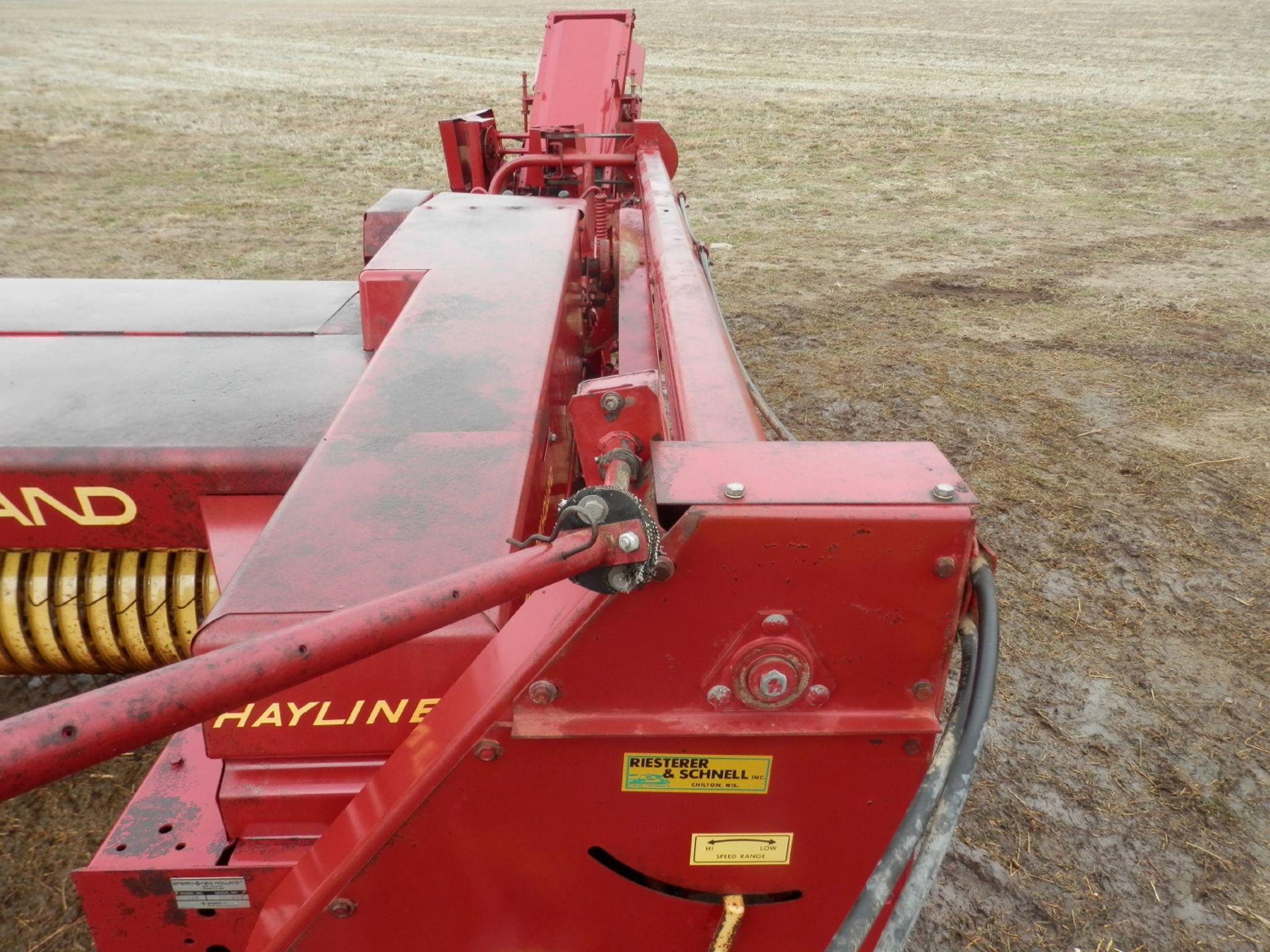 NH 310 SMALL SQUARE BALER w/#70 BELTED THROWER - Image 6 of 8