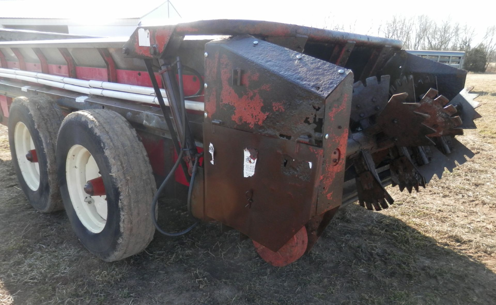 H&S 370 TANDEM AXLE MANURE SPREADER - Image 7 of 8