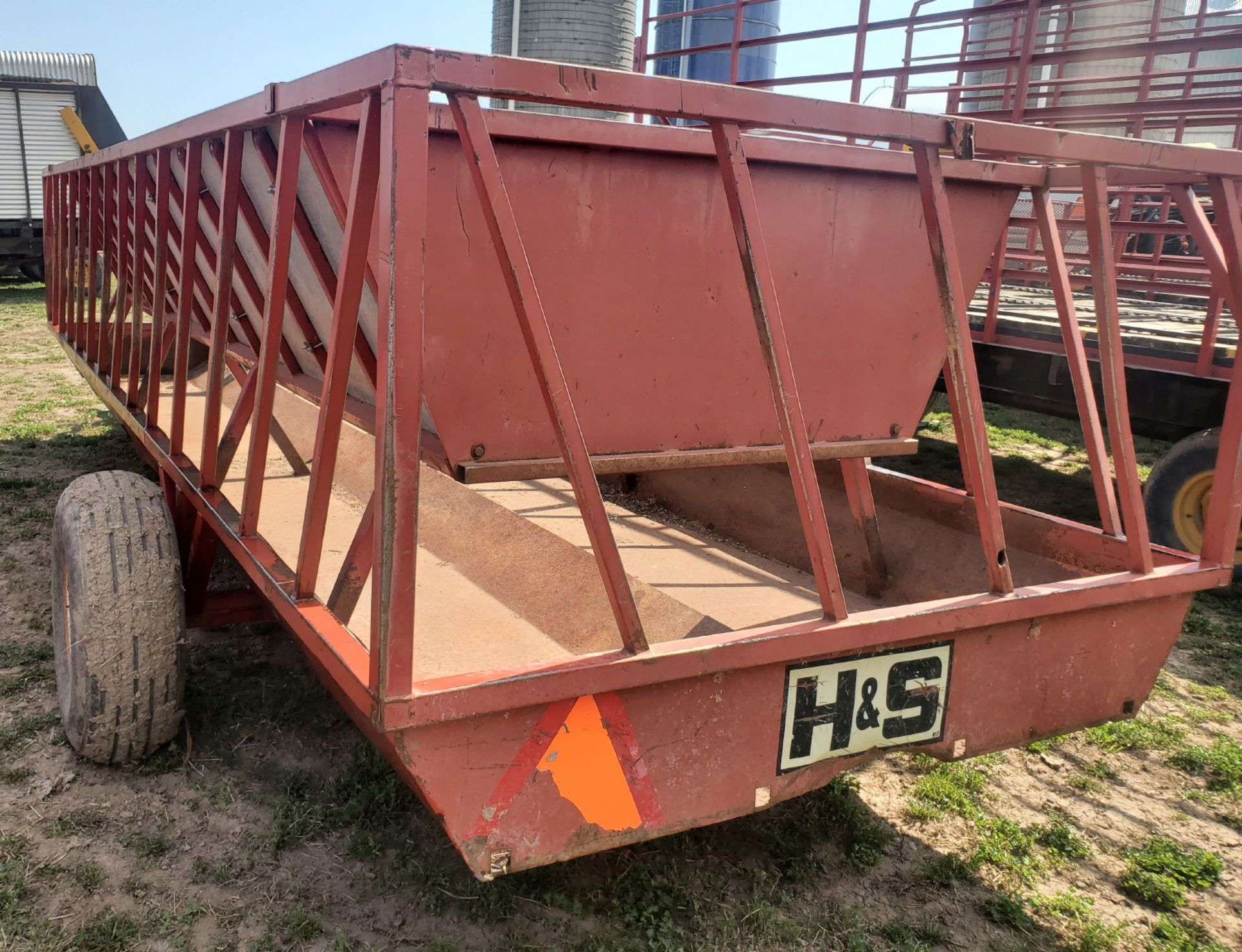 H & S 21' SLANT BAR FEEDER WAGON - Image 4 of 4