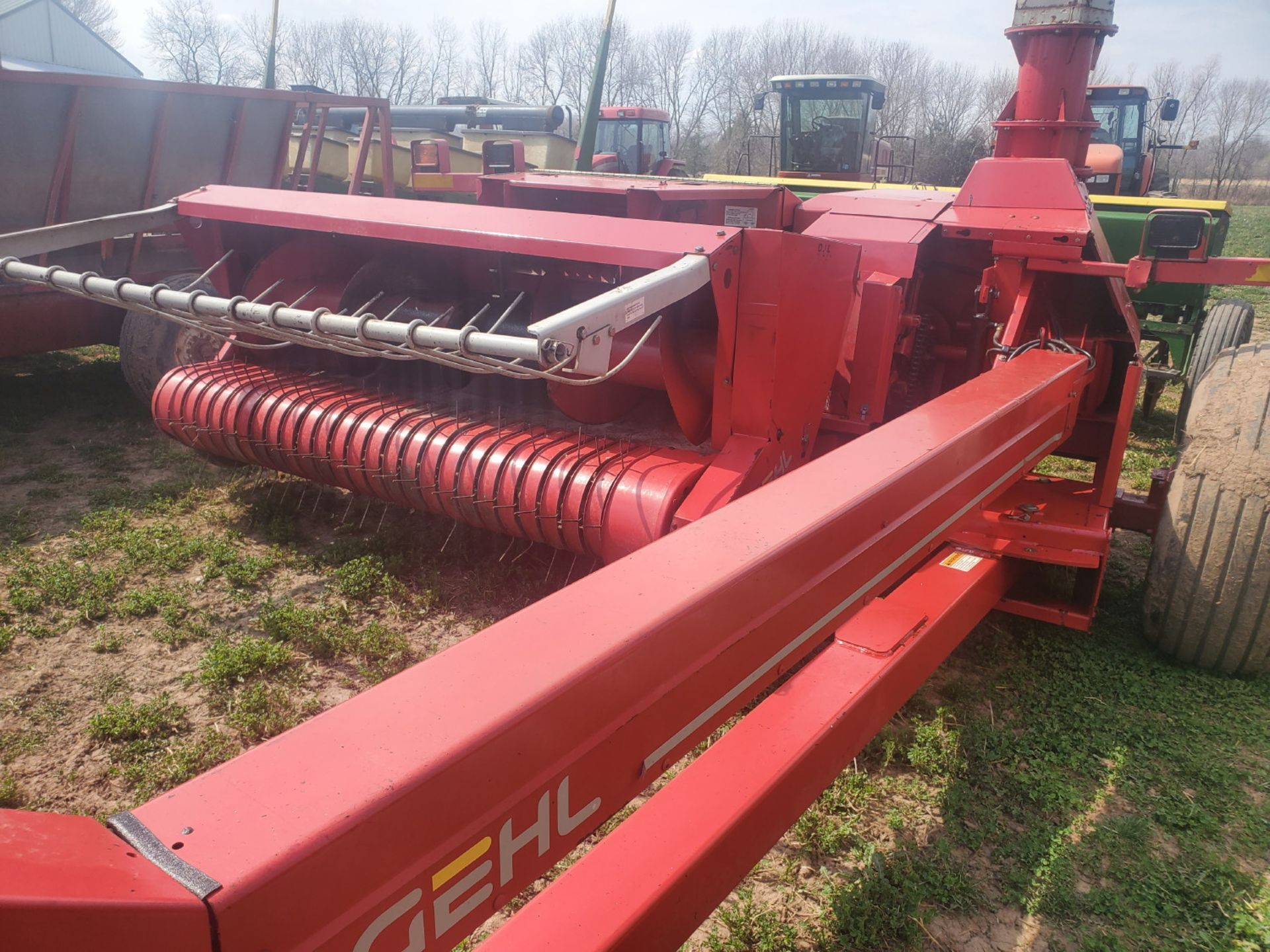 GEHL 1085 FORAGE CHOPPER W/WIDE HAYHEAD - Image 5 of 8
