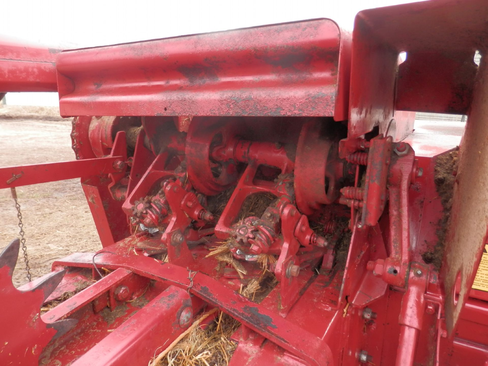 NH 310 SMALL SQUARE BALER w/#70 BELTED THROWER - Image 7 of 8