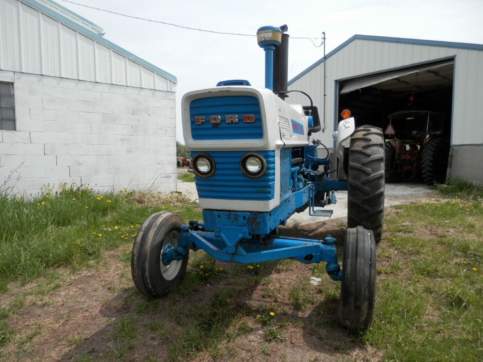 FORD 6000 COMMANDER DIESEL TRACTOR - Image 2 of 8