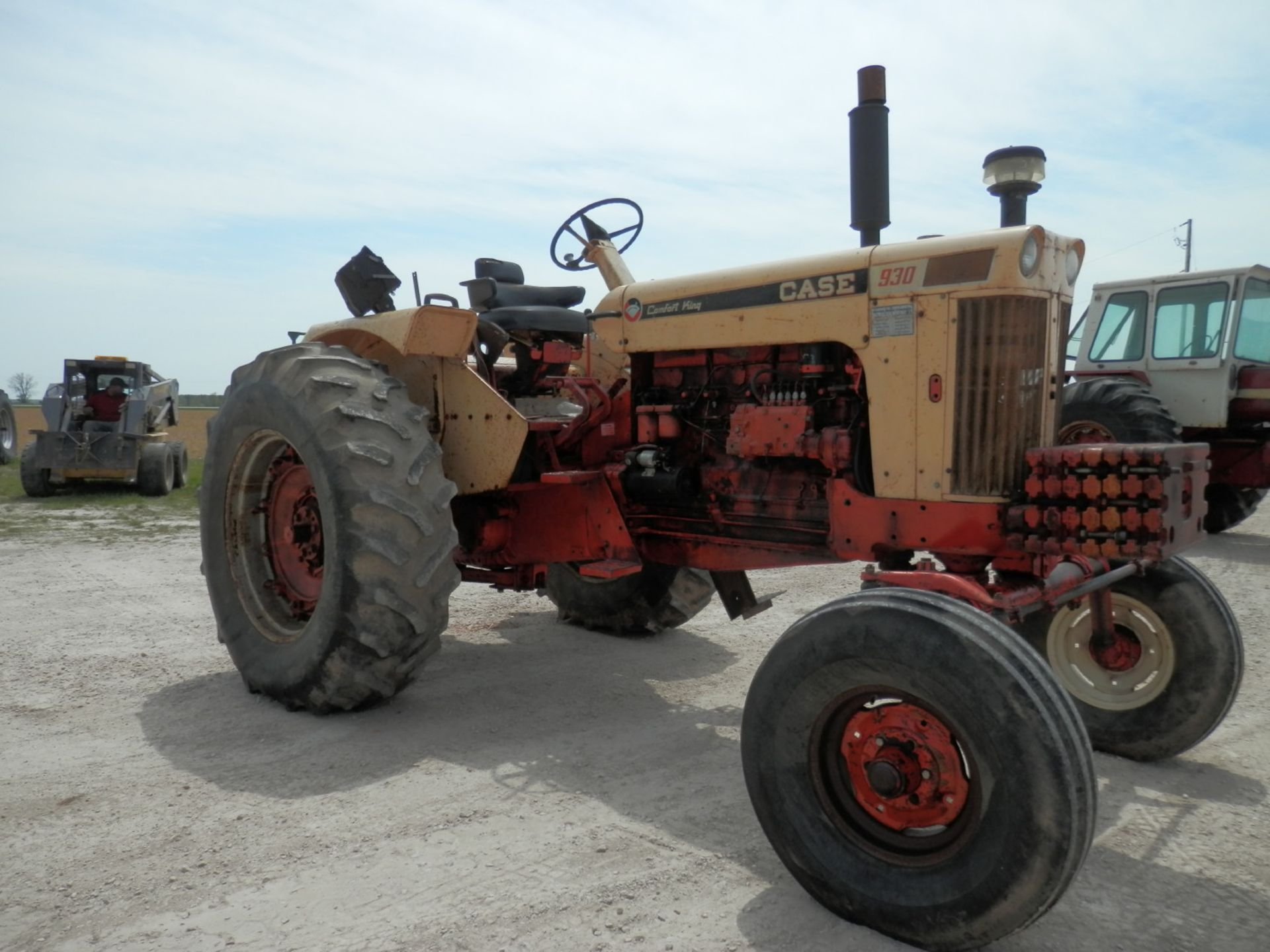 CASE 930 COMFORT KING TRACTOR - Image 9 of 9