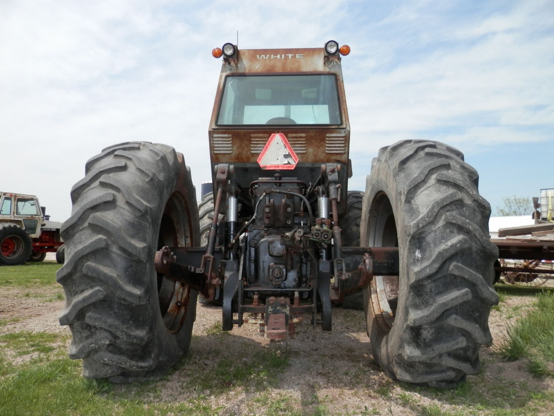 WHITE FIELD BOSS 4-150 4x4 TRACTOR - Image 4 of 8