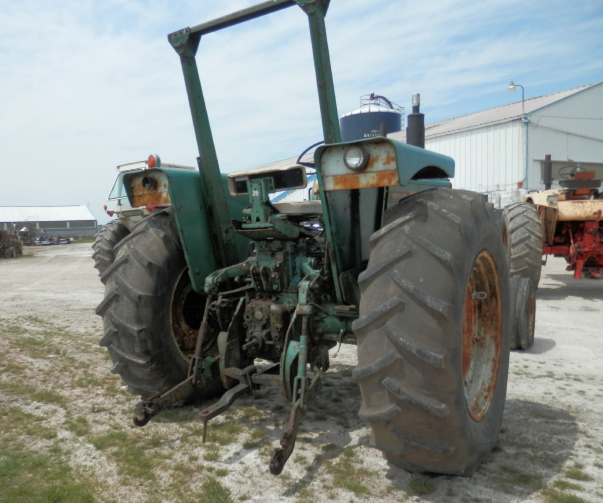 OLIVER 1850 TRACTOR - Image 2 of 5