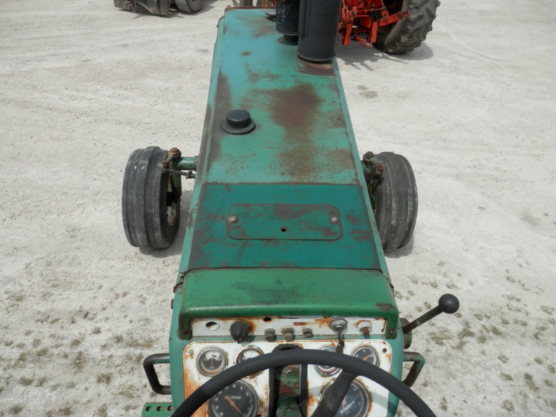 OLIVER 1850 TRACTOR - Image 3 of 5