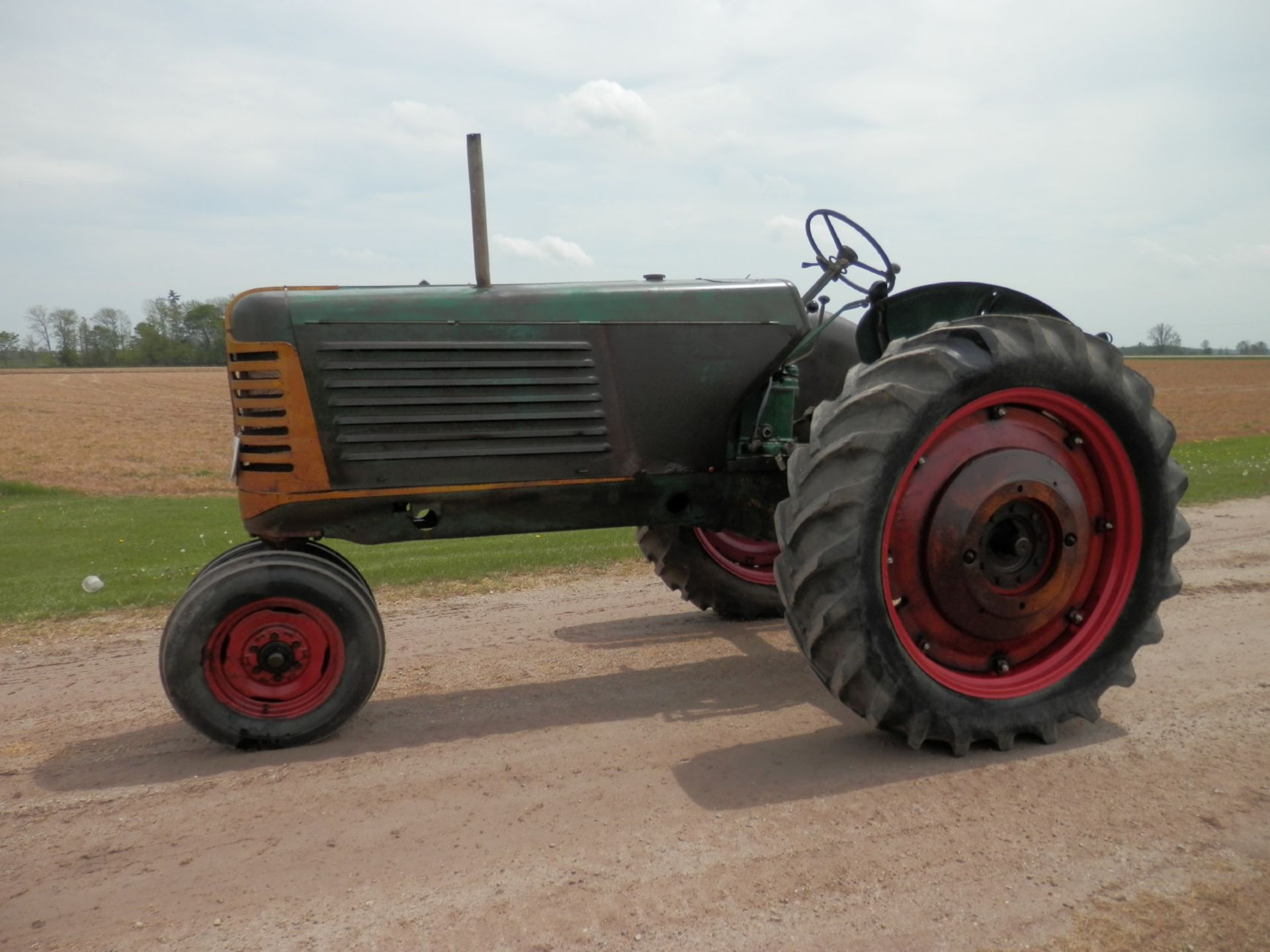 """OLIVER ROW CROP """"77"""" TRACTOR - Image 6 of 13"""