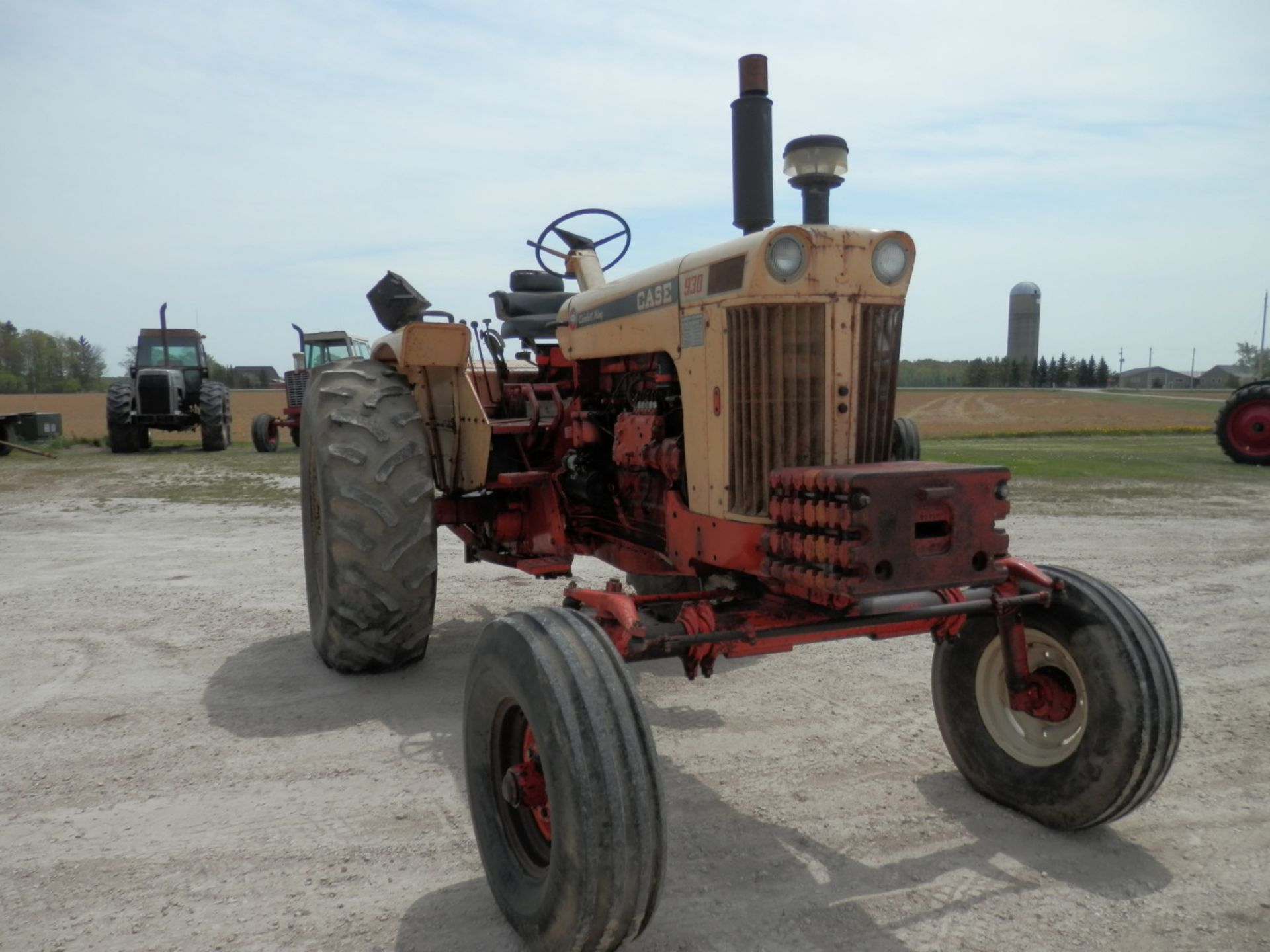 CASE 930 COMFORT KING TRACTOR - Image 3 of 9