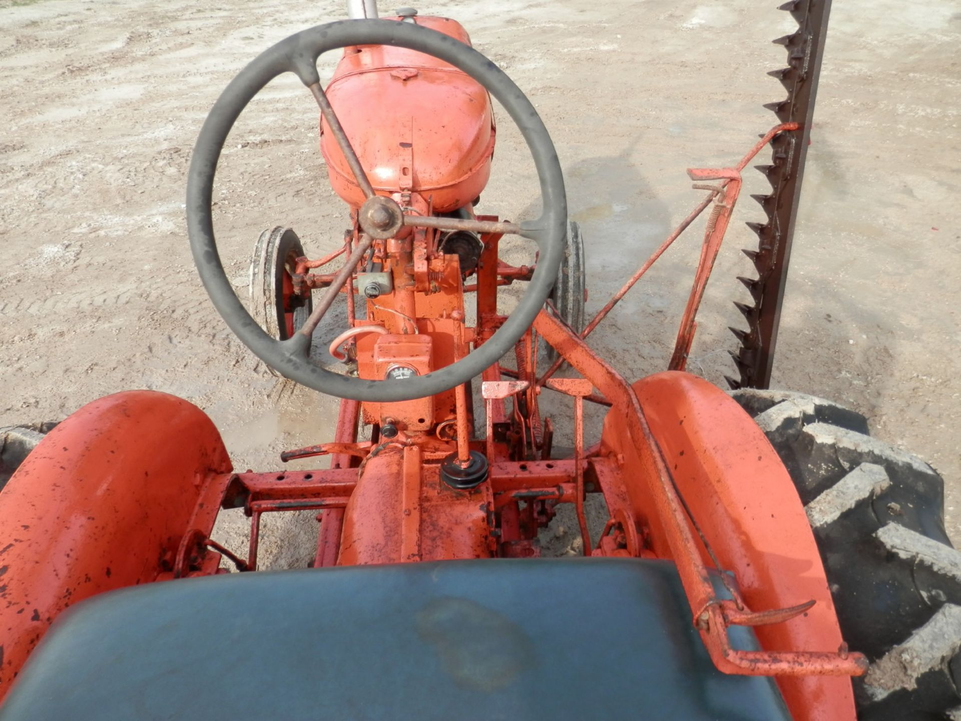 ALLIS CHALMERS B TRACTOR w/6' SICKLE MOWER - Image 5 of 9