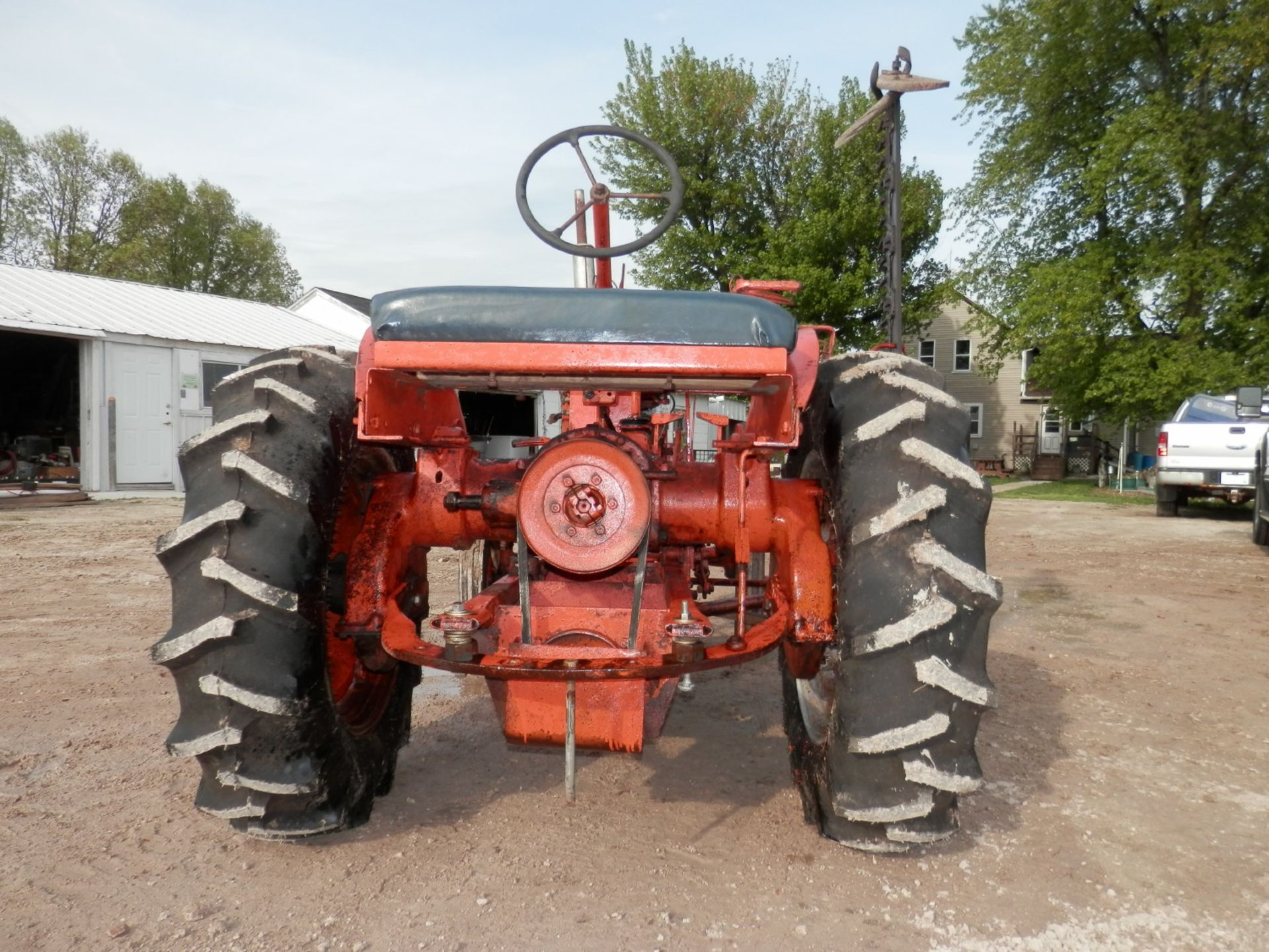 ALLIS CHALMERS B TRACTOR w/6' SICKLE MOWER - Image 4 of 9