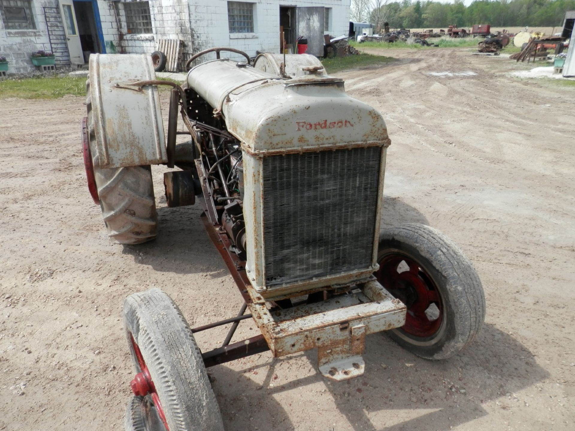 """FORDSON """"DONKEY"""" TRACTOR - Image 2 of 10"""